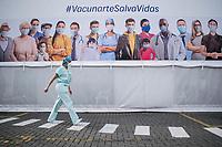 BOGOTA - COLOMBIA, 18-02-2021: Primera jornada de vacunación contra el COVID-19 (Coronavirus) que se llevo a cabo en la clínica Colombia en la ciudad de Bogotá. Son las primeras 50.000 vacunas de la farmacéutica Pfizer y que representan un 0.08% de las requeridas en Colombia fueron distribuidas en diferentes ciudades del país para comienzan su aplicación en personal de la salud que son los más expuestos al contagio del Coronavirus. / First day of vaccination against COVID-19 (Coronavirus) that took place at the Colombia clinic in the city of Bogotá. They are the first 50,000 vaccines from the pharmaceutical company Pfizer that represent 0.08% of those required in Colombia and were distributed in different cities of the country to begin their application in health personnel who are the most exposed to the contagion of the Coronavirus. Photo: VizzorImage / Johan Rugeles / Cont