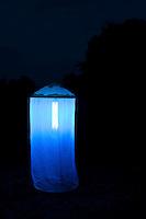 Nachts aufgebautes Leuchtzelt lockt Nacht-Schmetterlinge und andere Insekten an, Leuchten, Kartierung, Untersuchung, forschen, Forschung, Entomologie, Lichtfalle