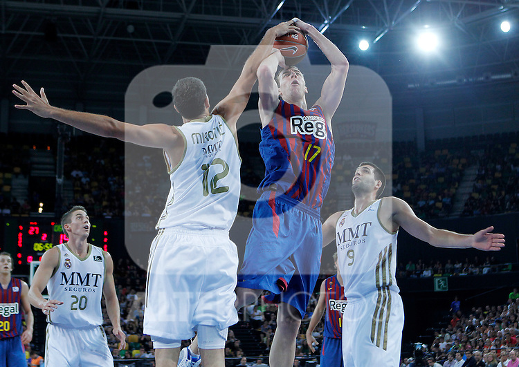 FC Barcelona Regal's Fran Vazquez (c) and Real Madrid's Nikola Mirotic (l) and Felipe Reyes during Supercopa ACB Semifinal match.September 30,2011. (ALTERPHOTOS/Acero)