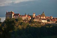 Europe/Europe/France/Midi-Pyrénées/46/Lot/Loubressac: le village fortifié sur son piton rocheux avec son manoir et l'église Saint-Jean-Baptiste - Perché sur un promontoire d'où l'on jouit d'un superbe panorama sur la vallée de la Dordogne - Plus beaux Villages de France