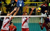 BOGOTÁ-COLOMBIA, 09-01-2020: Maricarmen Guerrero y Leslie Leyva de Perú, intentan un bloqueo al ataque de balón a Alejandra Arguello de Venezuela, durante partido entre Perú y Venezuela, en el Preolímpico Suramericano de Voleibol, clasificatorio a los Juegos Olímpicos Tokio 2020, jugado en el Coliseo del Salitre en la ciudad de Bogotá del 7 al 9 de enero de 2020. / Maricarmen Guerrero and Leslie Leyva from Peru, trie to block the attack the ball to Alejandra Arguello from Venezuela, from Venezuela, during a match between Venezuela and Peru, in the South American Volleyball Pre-Olympic Championship, qualifier for the Tokyo 2020 Olympic Games, played in the Colosseum El Salitre in Bogota city, from January 7 to 9, 2020. Photo: VizzorImage / Luis Ramírez / Staff.