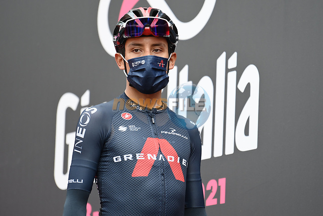 Egan Bernal (COL) Ineos Grenadiers at sign on before the start of Stage 6 of the 2021 Giro d'Italia, running 160km from Grotte di Frasassi to Ascoli Piceno (San Giacomo), Italy. 13th May 2021.  <br /> Picture: LaPresse/Gian Mattia D'Alberto | Cyclefile<br /> <br /> All photos usage must carry mandatory copyright credit (© Cyclefile | LaPresse/Gian Mattia D'Alberto)