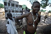 Rumbek / South Sudan.<br /> Tra i Dinka della regione del Bahr El Ghazal, pastori che vivono in lotta con la tribu di agricoltori Nuer. Una donna dinka vittima della pulizia etnica ha trovato assistenza presso un ospedale.<br /> Among the Dinka of Bahr El Ghazal region, shepherds living in struggle with the Nuer tribe of farmers. A Dinka woman victim of ethnic cleansing has found support at a hospital.<br /> Photo Livio Senigalliesi
