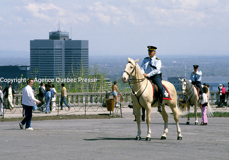 ARCHIVES - Policiers a cheval, a Montreal, 1985<br /> <br /> PHOTO :  Agence Quebec Presse