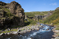 Schlucht des Flusses, Baches Botnsá im Westen Islands, river in the west of Iceland