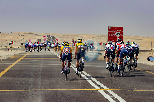 Crosswinds and echelons during Stage 1 of the 2021 UAE Tour the ADNOC Stage running 176km from Al Dhafra Castle to Al Mirfa, Abu Dhabi, UAE. 21st February 2021.  <br /> Picture: Luca Bettini/BettiniPhoto | Cyclefile<br /> <br /> All photos usage must carry mandatory copyright credit (© Cyclefile | Luca Bettini/BettiniPhoto)