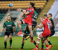 29th September 2020; Franklin Gardens, Northampton, East Midlands, England; Premiership Rugby Union, Northampton Saints versus Sale Sharks; Tom Curry of Sale Sharks and Henry Taylor of Northampton Saints jump for the ball