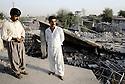 Irak 1991  Habitants de Halabja sur le toit de leur maison au milieu des ruines  Iraq 1991  Inhabitants of Halabja on the roof of their home among ruins