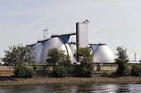 Deutschland, Hamburg, Faultürme (Fauleier) zur Energiegewinnung im Hafen