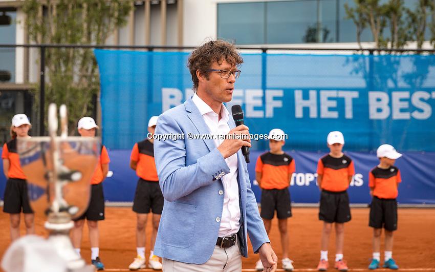 Amstelveen, Netherlands, 1 August 2020, NTC, National Tennis Center, National Tennis Championships, KNLTB Chairman Rogier Davids (NED) speaks at the prizegiving