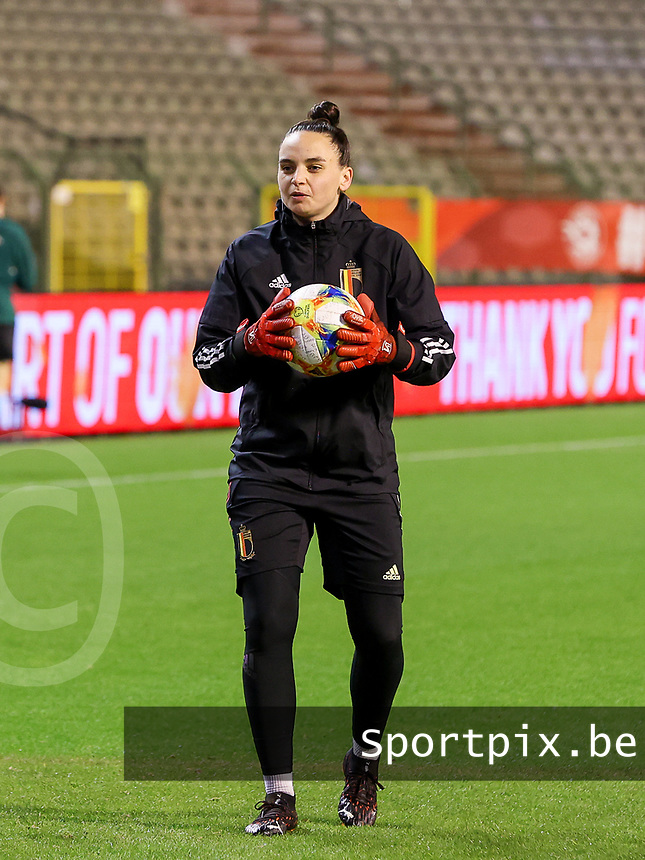 Belgian goalkeeper Nicky Evrard (21) with the ball during the warm up before a friendly female soccer game between the national teams of Belgium , called the Red Flames and The Netherlands , called the Oranje Leeuwinnen in a pre - bid tournament called Three Nations One Goal with the national teams from Belgium , The Netherlands and Germany towards a bid for the hosting of the 2027 FIFA Women's World Cup , on Thursday 18 th of February 2021  in Brussels , Belgium . PHOTO SPORTPIX.BE | SPP | SEVIL OKTEM