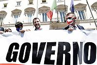 Matteo Salvini davanti Palazzo Chigi contro il Governo