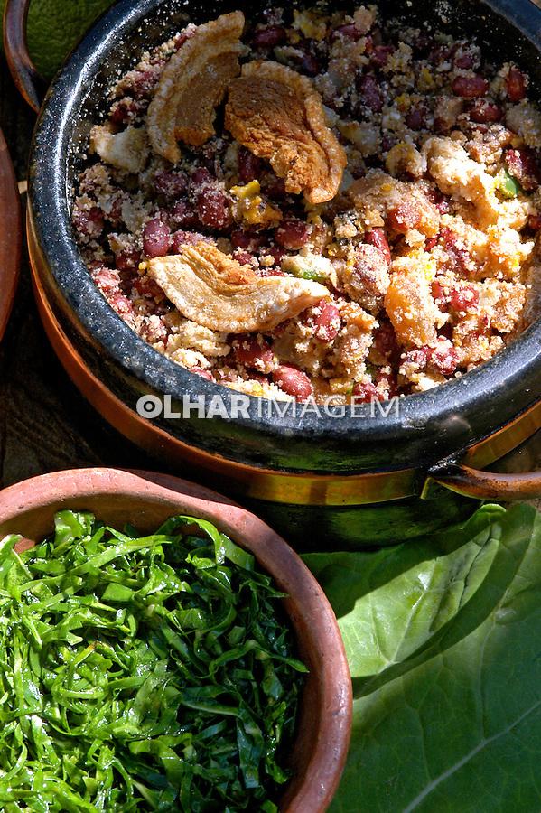 Alimentos. Prato de feijão tropeiro. Foto de  Renata Mello.