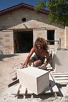 Europe/France/Aquitaine/33/Gironde/Margaux: Ile Margaux - Domaine de l'Ile Margaux - Phillipe Frossard  tailleur de pierre reconstruit les batiments du domaine