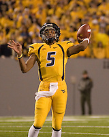 08 November 2007: WVU quarterback Pat White (5)..The West Virginia Mountaineers defeated the Louisville Cardinals 38-31 on November 08, 2007 at Mountaineer Field, Morgantown, West Virginia. .
