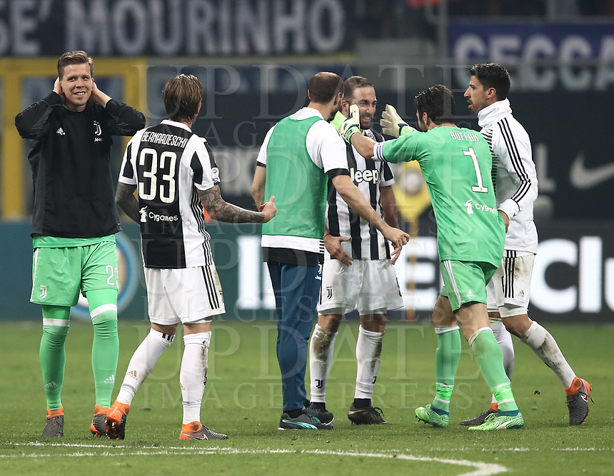 Calcio, Serie A: Inter - Juventus, Milano, stadio Giuseppe Meazza (San Siro), 28 aprile 2018.<br /> Juventus' players celebrate after winning 3-2 the Italian Serie A football match between Inter Milan and Juventus at Giuseppe Meazza (San Siro) stadium, April 28, 2018.<br /> UPDATE IMAGES PRESS/Isabella Bonotto