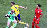 SAMARA - RUSIA, 07-07-2018: Marcus BERG (Izq) jugador de Suecia disputa el balón con Jordan PICKFORD (C) (GK) y Kyle WALKER (Der) jugadores de Inglaterra durante partido de cuartos de final por la Copa Mundial de la FIFA Rusia 2018 jugado en el estadio Samara Arena en Samara, Rusia. / Marcus BERG (L) player of Sweden fights the ball with Jordan PICKFORD (GK) (C) and Kyle WALKER (R) player of England during match of quarter final for the FIFA World Cup Russia 2018 played at Samara Arena stadium in Samara, Russia. Photo: VizzorImage / Julian Medina / Cont