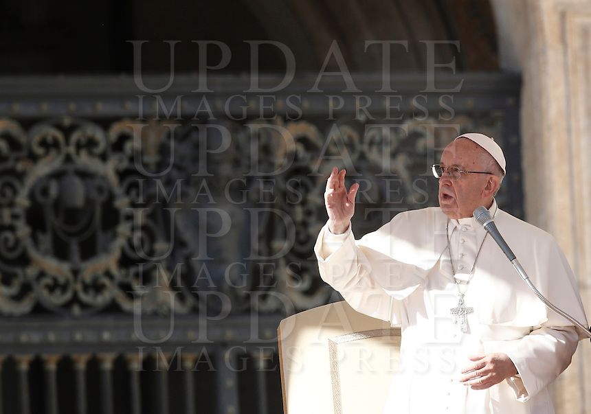 Papa Francesco tiene l'udienza generale del mercoledi' in Piazza San Pietro, Citta' del Vaticano, 9 novembre 2016.<br /> Pope Francis attends his weekly general audience in St. Peter's Square at the Vatican, 9 November 2016.<br /> UPDATE IMAGES PRESS/Isabella Bonotto<br /> <br /> STRICTLY ONLY FOR EDITORIAL USE