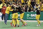 Berlin, Germany, February 01: Players of Harvestehuder THC celebrate after winning the 54. Deutsche Hallenhockey Meisterschaft with a win over Rot-Weiss Koeln (white) on February 1, 2015 at the Final Four tournament at Max-Schmeling-Halle in Berlin, Germany. Final score 10-7 (6-5). (Photo by Dirk Markgraf / www.265-images.com) *** Local caption ***