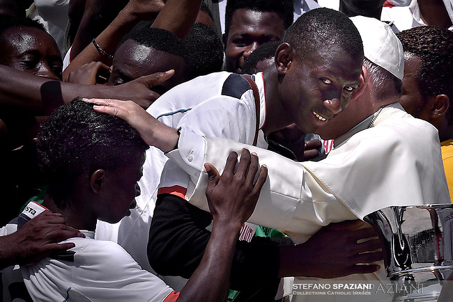 Pope Francis  with migrants  members of the Association San Francesco Onlus during of a weekly general audience at St Peter's square in Vatican. on June 8, 2016