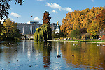 Grossbritannien, England, London: St James's Park and Buckingham Palace im Herbst | Great Britain, England, London: St James's Park and Buckingham Palace in Autumn