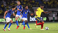 BARRANQUILLA – COLOMBIA, 10-10-2021:  Colombia (COL) y  Brasil( BRA), durante partido entre los seleccionados de Colombia (COL) y Brasil (BRA), de la fecha 10 por la clasificatoria a la Copa Mundo FIFA Catar 2022, jugado en el estadio Metropolitano Roberto Melendez en Barranquilla. / Colombia (COL) and Brasil (BRA), during match between the teams of Colombia (COL) and Brasil (BRA), of the 10th date for the FIFA World Cup Qatar 2022 Qualifier, played at Metropolitan stadium Roberto Melendez in Barranquilla. Photo: VizzorImage / Jairo Cassiani / Contribuidor