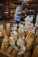 Europe/Voïvodie de Petite-Pologne/Cracovie: Etal de Boulanger   au marché: Stary Kleparz
