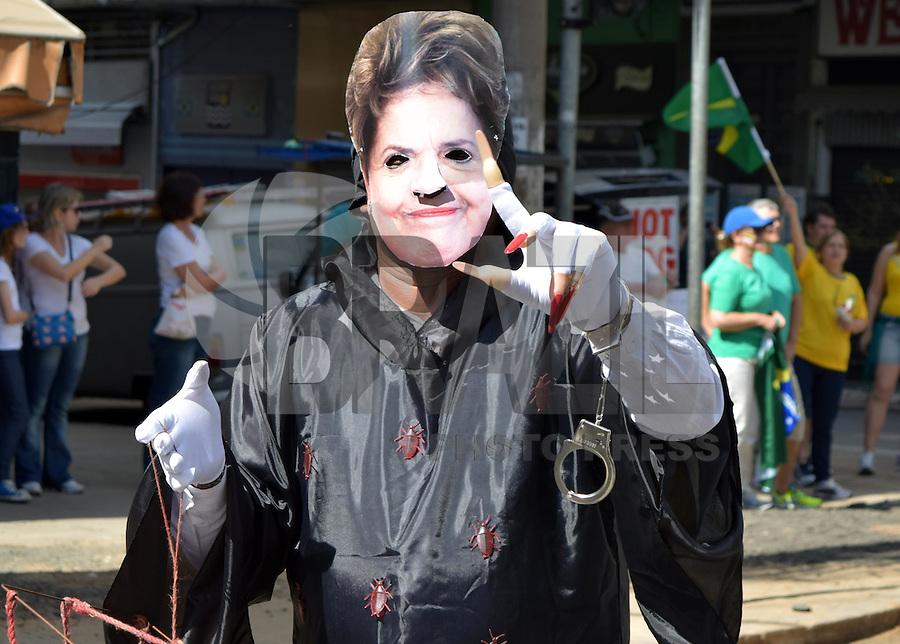 CAMPINAS,SP, 16.08.2015 - PROTESTO-SP - Manifestante, durante ato contra o governo Dilma Rousseff (Partido dos Trabalhadores), no Largo do Rosário, em Campinas, neste domingo, 16. (Foto: Eduardo Carmim/Brazil Photo Press)