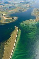 Breitling:EUROPA, DEUTSCHLAND, MECKLENBURG- VORPOMMERN 29.06.2005 zwischen der Halbinsel Wustrow ( unten im Bild)  der Insel Poel (rechts) und dem Booiensdorfer Werder befindet sich die wasserlandschft des Breitlings. Blickrichtung von Nord nach Sued,  Ostsee, Meer, Wasser.Luftaufnahme, Luftbild,  Luftansicht.
