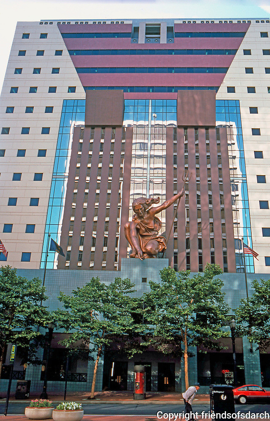 Michael Graves: Portland Building, 1980-82. 5th Ave. facade. Sculpture by Raymond Kaskey. Photo '86.