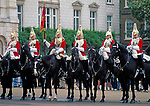 England, London Whitehall: Wachabloesung vor Horse Guards | United Kingdom, London Whitehall: Changing of the Guard at Horse Guards
