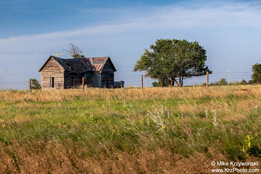 Abandoned farmhouse in Billings, OK