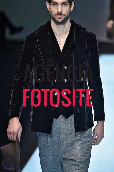 Giorgio Armani<br /> <br /> Milao Masculino - Inverno 2016<br /> <br /> <br /> foto: FOTOSITE