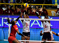 BOGOTÁ-COLOMBIA, 08-01-2020: Dayana Segovia y Valerin Carabalí de Colombia, intentan un bloqueo al ataque de balón a Magullaura Frias de Perú, durante partido entre Perú y Colombia en el Preolímpico Suramericano de Voleibol, clasificatorio a los Juegos Olímpicos Tokio 2020, jugado en el Coliseo del Salitre en la ciudad de Bogotá del 7 al 9 de enero de 2020. / Dayana Segovia y Valerin Carabali from Colombia, trie to block the attack the ball to Magullaura Frias from Peru, during a match between Peru and Colombia, in the South American Volleyball Pre-Olympic Championship, qualifier for the Tokyo 2020 Olympic Games, played in the Colosseum El Salitre in Bogota city, from January 7 to 9, 2020. Photo: VizzorImage / Luis Ramírez / Staff.