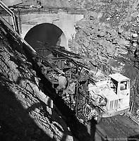 Construction de la sortie souterraine de la rue Legendre. 16 septembre 1963.