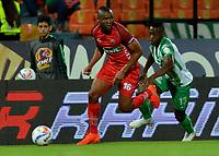 MEDELLÍN - COLOMBIA, 01-08-2018: Helibelton Palacios (Der.) jugador de Atlético Nacional disputa el balón con Miller Mosquera (Izq.), jugador de Patriotas Boyacá, durante partido de la fecha 3 entre Atlético Nacional y Patriotas Boyacá, por la Liga Águila II 2018, jugado en el estadio Atanasio Girardot de la ciudad de Medellín. / Helibelton Palacios (R) player of Atletico Nacional vies for the ball with Miller Mosquera (L), player of Patriotas Boyaca, during a match of the 3rd date between Atletico Nacional and Patriotas Boyaca for the Aguila League II 2018, played at Atanasio Girardot stadium in Medellin city. Photo: VizzorImage / León Monsalve / Cont.