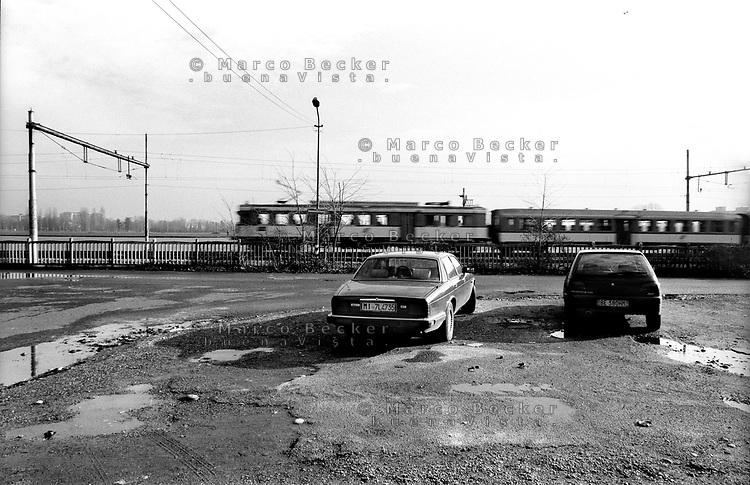 milano, la ferrovia al quartiere bruzzano, periferia nord --- milan, railway in bruzzano district, north periphery