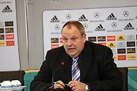 DFB-Mediendirektor Harald Stenger<br /> DFB-Pressekonferenz zum Thema Doping<br /> *** Local Caption *** Foto ist honorarpflichtig! zzgl. gesetzl. MwSt. Auf Anfrage in hoeherer Qualitaet/Aufloesung. Belegexemplar an: Marc Schueler, Am Ziegelfalltor 4, 64625 Bensheim, Tel. +49 (0) 151 11 65 49 88, www.gameday-mediaservices.de. Email: marc.schueler@gameday-mediaservices.de, Bankverbindung: Volksbank Bergstrasse, Kto.: 151297, BLZ: 50960101