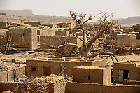 MALI,  Bandiagara, Dogonland, habitat of the ethnic group Dogon, Dogon village with clay houses and Baobab tree