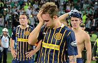 MEDELLÍN - COLOMBIA - 19-05-2016: Los jugadores de Rosario Central, al final del partido de vuelta entre Atletico Nacional de Colombia y Rosario Central de Argentina, partido de cuartos de final, de la Copa Bridgestone Libertadores 2016 jugado en el estadio Atanasio Girardot de la ciudad de Medellín. / The players of Rosario Central, at the end of the match between Atletico Nacional of Colombia and Rosario Central of Argentina, for the second leg for de quarter of final, for the Copa Bridgestone  Libertadores 2016 at Atanasio Girardot in Medellin city / Photo: VizzorImage / Leon Monsalve / Cont.
