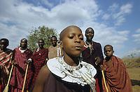 "Afrika Tansania Tanzania Indigene Völker Nomaden Massai Masai Maassai junge Krieger Männer und junge Frauen Mädchen beim rituellen Tanz im Kral - tanzen Ritual Beschneidung beschnitten Frau Heirat Zeremonie Afrikaner afrikanisch Ureinwohner Stamm Schmuck Geschlechter gender xagndaz | .Africa Tanzania Nomads Massai man men warrior and young women at ritual dance in Kral - circumcise circumcision girl woman gender ceremony marriage Indigenous people Tribe tribals third world african | .[copyright  (c) agenda / Joerg Boethling , Veroeffentlichung nur gegen Honorar und Belegexemplar an / royalties to: agenda  Rothestr. 66  D-22765 Hamburg  ph. ++49 40 391 907 14   e-mail: boethling@agenda-fototext.de   www.agenda-fototext.de  Bank: Hamburger Sparkasse BLZ 200 505 50 kto. 1281 120 178  IBAN: DE96 2005 0550 1281 1201 78 BIC: ""HASPDEHH""] [#0,26,121#]"