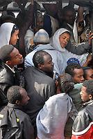 addis abeba, etiopia, ressa di persone all'interno di un bus.Crovd inside a bus