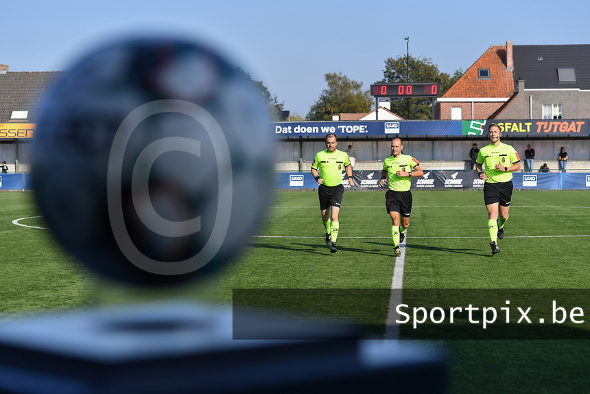 referee Christophe Windels with assistant referees Toon Bonduel and Jiri Bergs  pictured during the warming up of a female soccer game between SV Zulte - Waregem and Oud Heverlee Leuven on the sixth matchday of the 2021 - 2022 season of Belgian Scooore Womens Super League , saturday 9 of October 2021  in Zulte , Belgium . PHOTO SPORTPIX | DIRK VUYLSTEKE