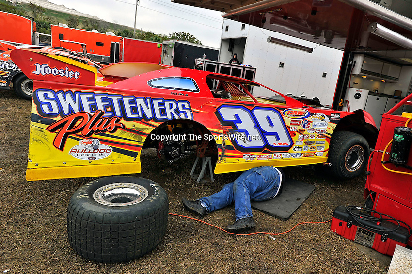 Feb 11, 2011; 11:10:54 AM; Gibsonton, FL., USA; The Lucas Oil Dirt Late Model Racing Series running The 35th annual Dart WinterNationals at East Bay Raceway Park.  Mandatory Credit: (thesportswire.net)