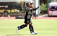 ZIPAQUIRA - COLOMBIA, 26-09-2020: Omar Vasquez de Llaneros F.C. celebra después de anotar un gol a Leones F.C. durante partido por la fecha 9 de la Torneo BetPlay DIMAYOR 2020 jugado en el estadio Hector El Zipa Gonzalez de Zipaquirá. / Omas Vasquez of Llaneros F.C. celebrates after scoring a goal to Leones F.C. during match for the date 9 of the BetPlay DIMAYOR 2020 tournament played at Hector El Zipa Gonzalez stadium in Zipaquira. Photo: VizzorImage / Daniel Garzon / Cont