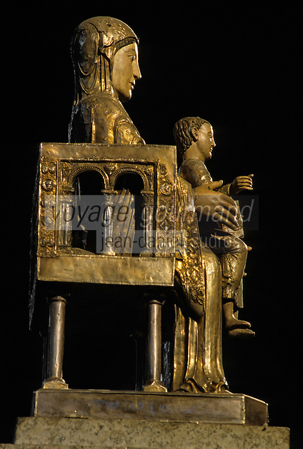 Europe/France/Auvergne/63/Puy-de-Dôme/Orcival: Intérieur de Notre-Dame - Détail d'une statue