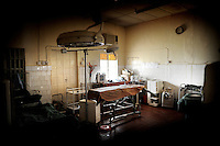 Operation room in the government hospital in Port Loko, Sierra Leone, built in 1975 with German development funds and never renovated. This hospital is the referral unit for the whole district. It has one doctor on duty.