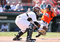 2007:  Joel Roa of the Erie Seawolves awaits the throw while catching vs. the Bowie Baysox in Eastern League baseball action.  Photo by Mike Janes/Four Seam Images