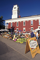 AJ4537, outdoor market, Vermont, Montpelier, People shopping at The Saturday Farmers Market next to the Washington County Courthouse in Montpelier in the state of Vermont.