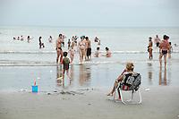 PRAIA GRANDE, SP - 14.01.2012 – MOVIMENTACAO PRAIAS – Movimentacao de turistas no Bairro do Boqueirao, na  Praia Grande, litoral sul Paulista. (Foto: Renato Silvestre/NewsFree)